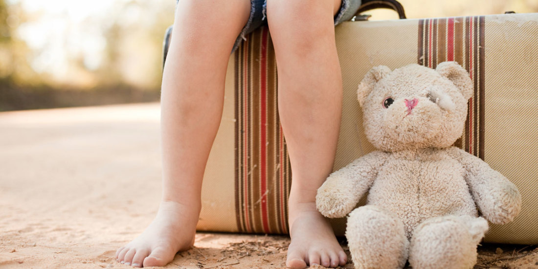 child-legs-with-teddy